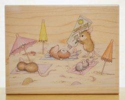 画像1: ビーチで日焼け止めのネズミちゃん/輸入スタンプ